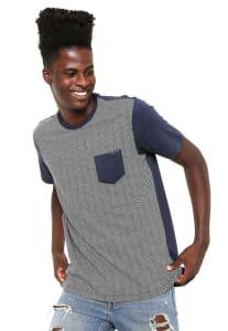 Oferta ➤ Camiseta Globe Especial Chevron Azul-marinho/Branca   . Veja essa promoção