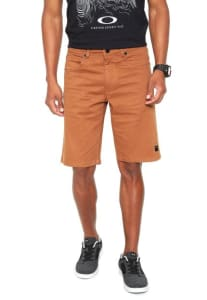 Oferta ➤ Bermuda Sarja Oakley Reta 5 Pockets 2.0 Walk Caramelo   . Veja essa promoção