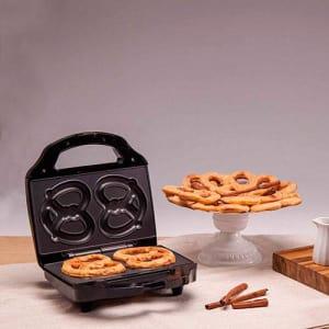 Oferta ➤ Pretzel Maker Fun Kitchen Preto – 850W   . Veja essa promoção