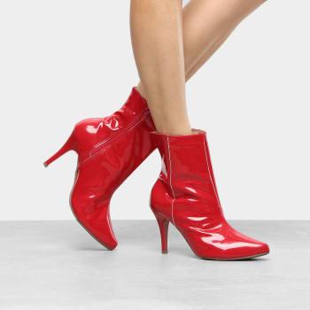 Bota Cano Curto Griffe Salto Fino Feminina - VermelhoBota Cano Curto Griffe Salto Fino Feminina - Vermelho